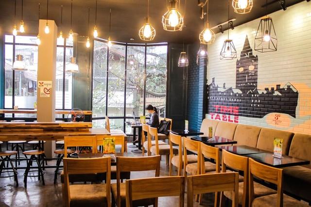 Lắp đặt hệ thống đèn trang trí cho quán cà phê, nhà hàng tại quận Ba Đình - HN.